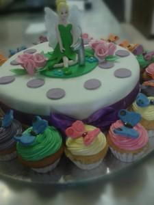 Fairy and her butterfly friends bring cake and cupcakes for all.